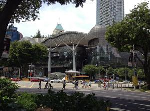 シンガポールのユニークな建物が目を引くショッピングモール「イオン・オーチャード」画像