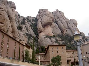 カタルーニャの奇岩の山で有名なモンセラット 画像