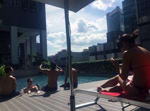 シンガポールでのコンドミニアム併設のプール 画像