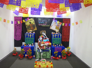 メキシコの「死者の日」(死者を崇めるお祭り。メキシコ版「お盆」)に、社員皆で社内に作った祭壇 画像
