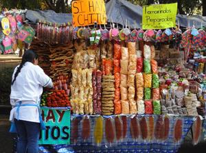 メキシコの市場に出ている屋台