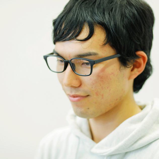 秋冬のインターンシップに参加した男子学生:メガネ