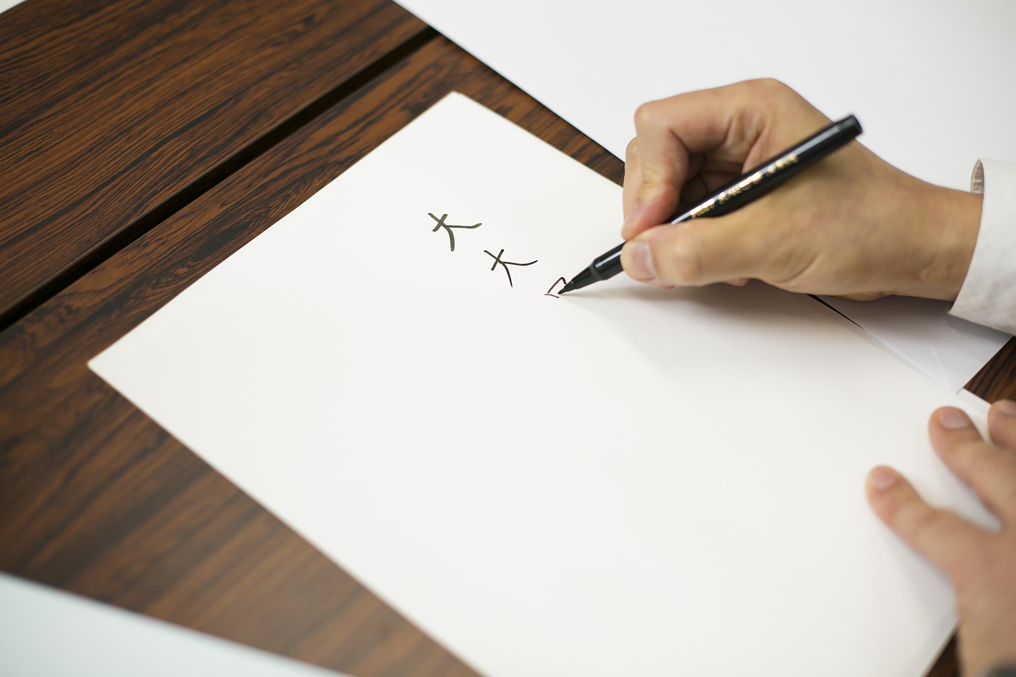 太さの違うペンで試し書きをしている画像