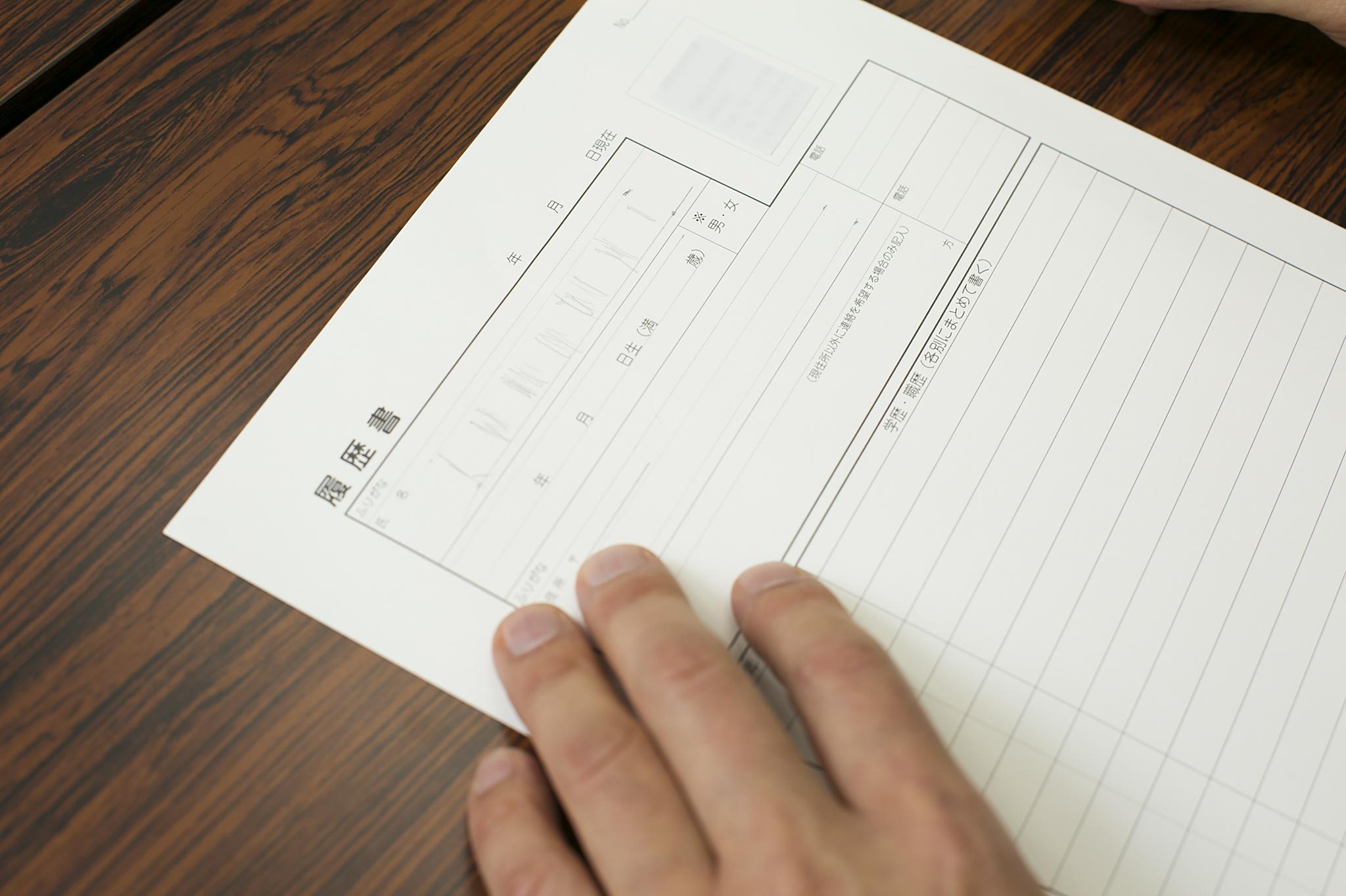 6文字の氏名を書く場合の鉛筆線の例の画像