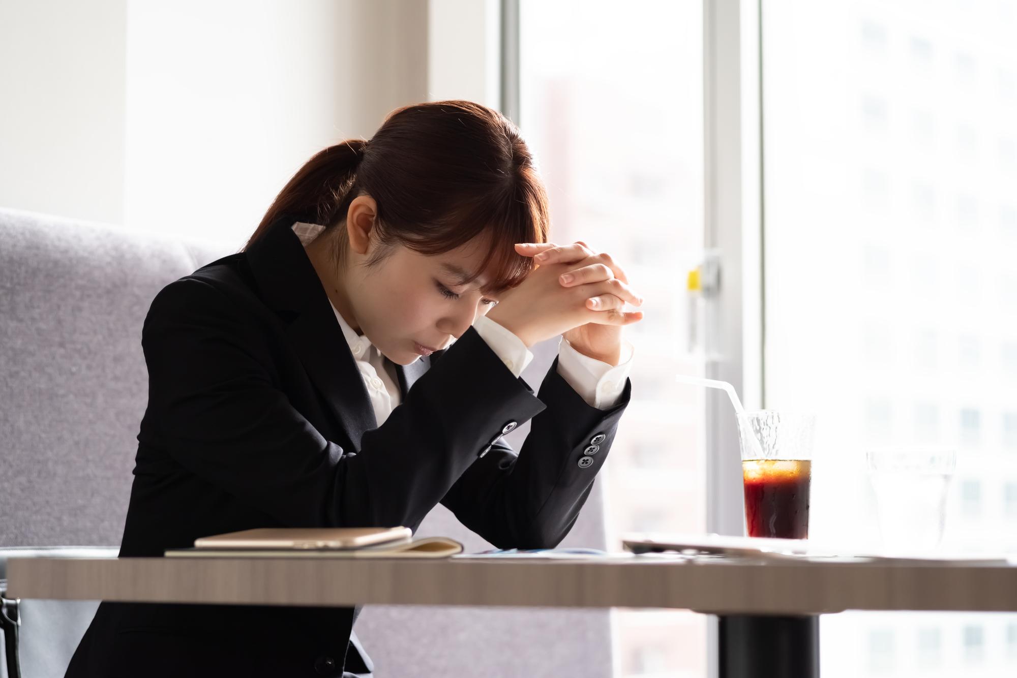 「就活ハラスメント」に悩む就活生のイメージ画像