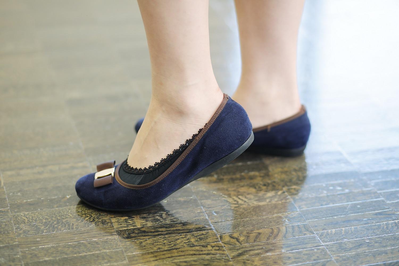 秋冬のインターンシップに参加した女子学生の靴