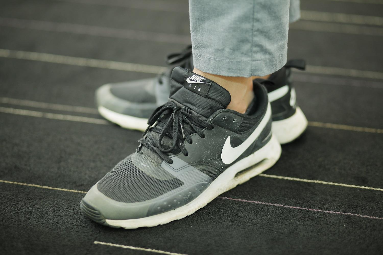 秋のインターンシップに参加した男子学生の靴