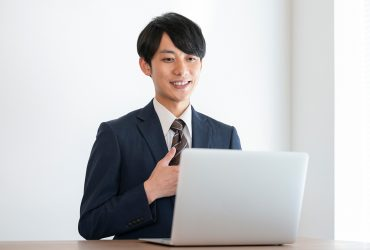web選考に臨む就活生のイメージ