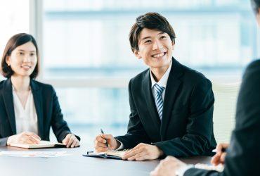 企業インターンシップに参加する就活生