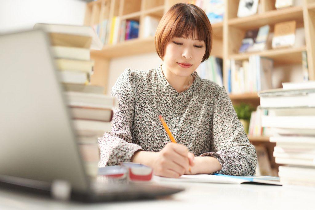 就活準備をしている学生のイメージ